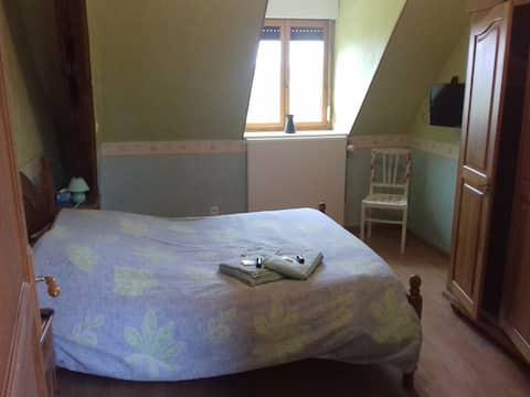 Chambre de charme dans maison spacieuse