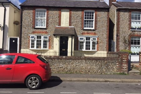 Three double bedroomed town house. - Casa