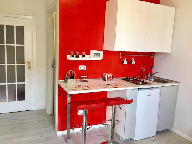 MINI STUDIO RED PIAZZALE UDINE METRO 2 - มิลาน - บ้าน