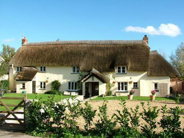 Beautiful Thatched Somerset Long House, Family B&B - Creech Heathfield
