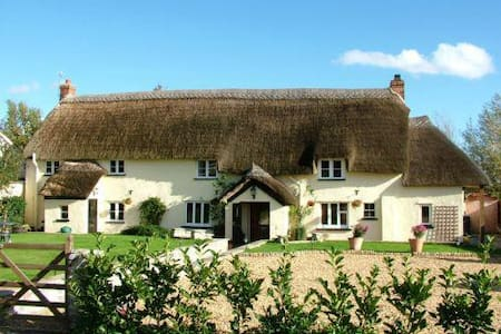 Beautiful Thatched Somerset Long House, Family B&B - Creech Heathfield - B&B