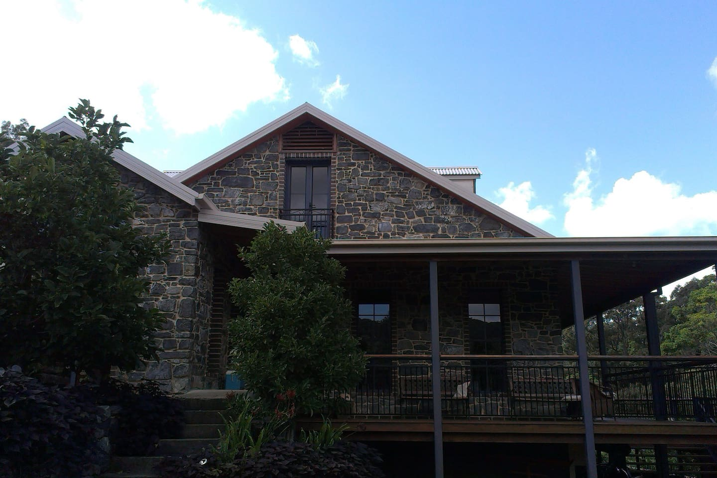 Blue Stone res. with spacious in roof living