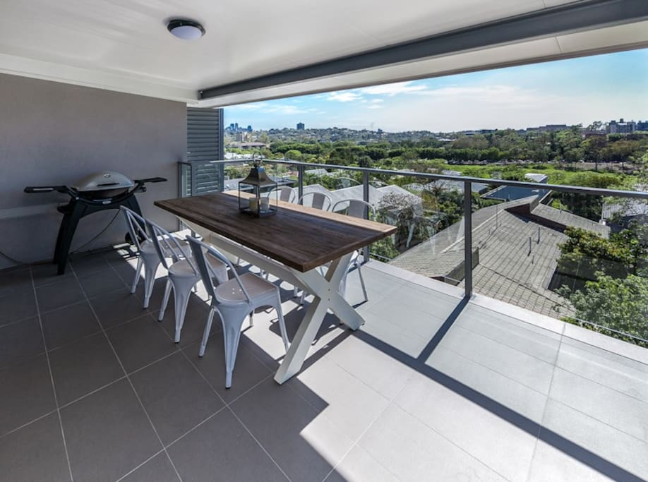 Great Outdoor Area inc BBQ & City Views
