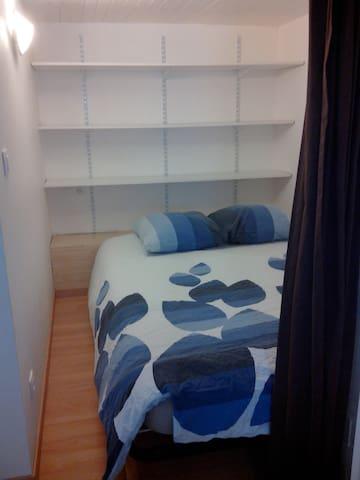 Chambre avec un lit 2 places