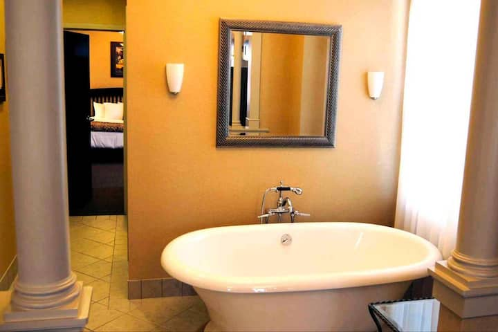 The [Presidential Suite] | The Parker Inn & Suites