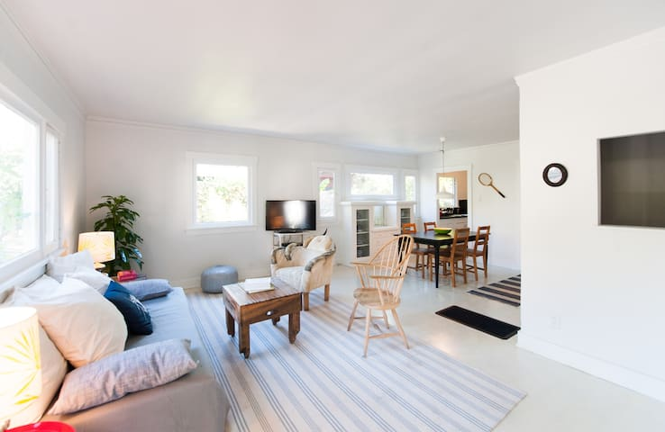 Lovely Los Feliz Village Bungalow