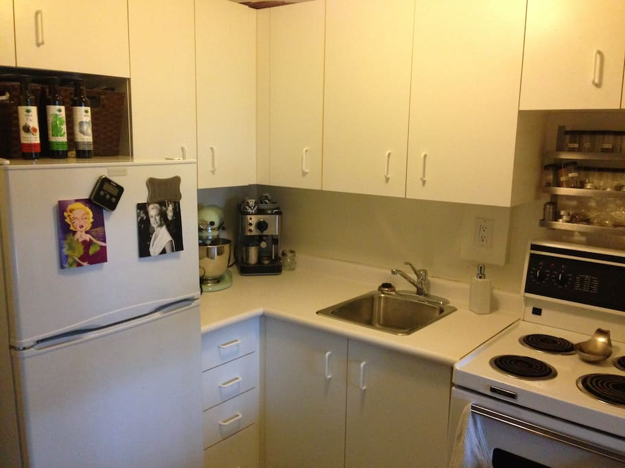 Small kitchen. all furnished with everything you need to cook during your stay.