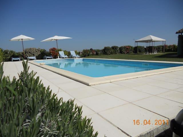 Charmant gîte avec piscine privée - Léoville