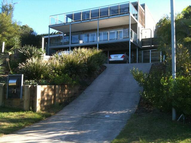 TUROSS HEAD- Three level, Eight Bedroom and 6 Bath - Tuross Head - Huis