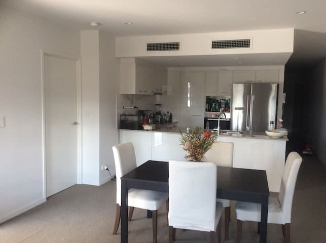 Private room with AC and pool! - Brisbane City - Leilighet