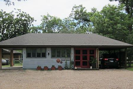 Studio G in McKinney TX - McKinney - Rumah