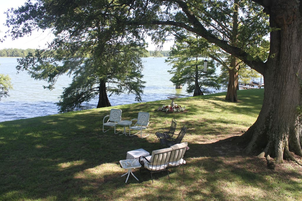 Snowden House sits right on the most beautiful bank of Horseshoe Lake (view from the porch)