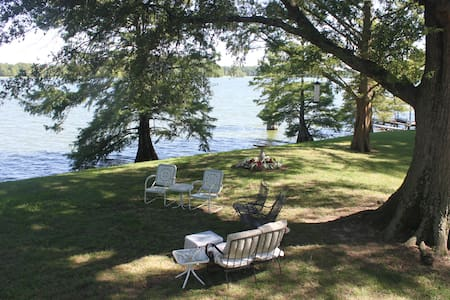 Private BR BA in Lakefront Mansion 32 mi. Memphis - Hus