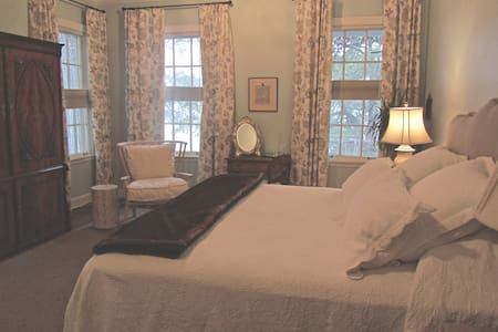Master Suite Lakefront Mansion 32 mi from Memphis - Hughes - Casa