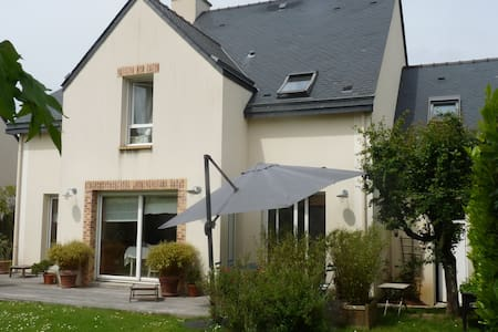 Grande maison avec terrasse et jardin plein sud - Saint-Grégoire