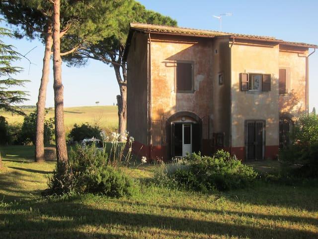 casa di campagna nella Tuscia