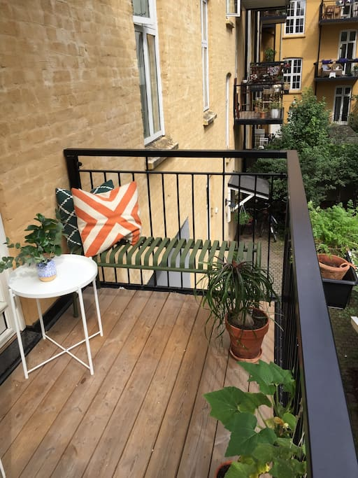 Our spacious balcony with a view over the green backyard.