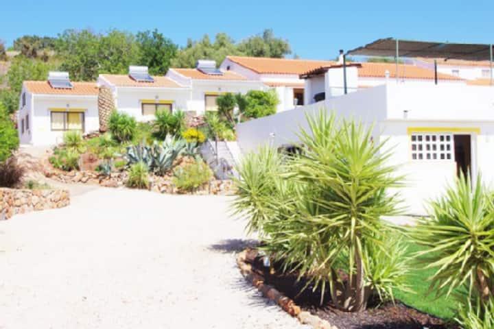Room 4 - Casa Vista Bonita - Silves; two beds
