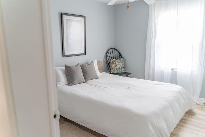 Queen guest room #2
