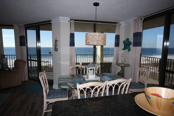 Corner Beachfront WOW VIEWS!RenovatedUpdated,clean - Orange Beach - Leilighet