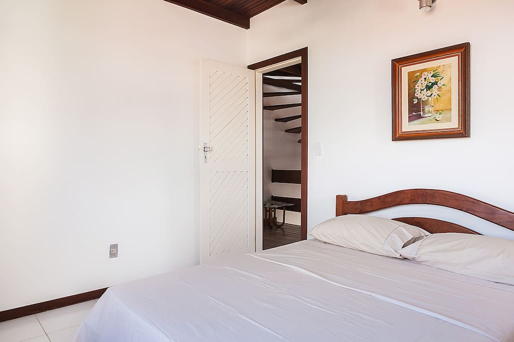 Guest's bedroom -We provide cotton towels and sheets.