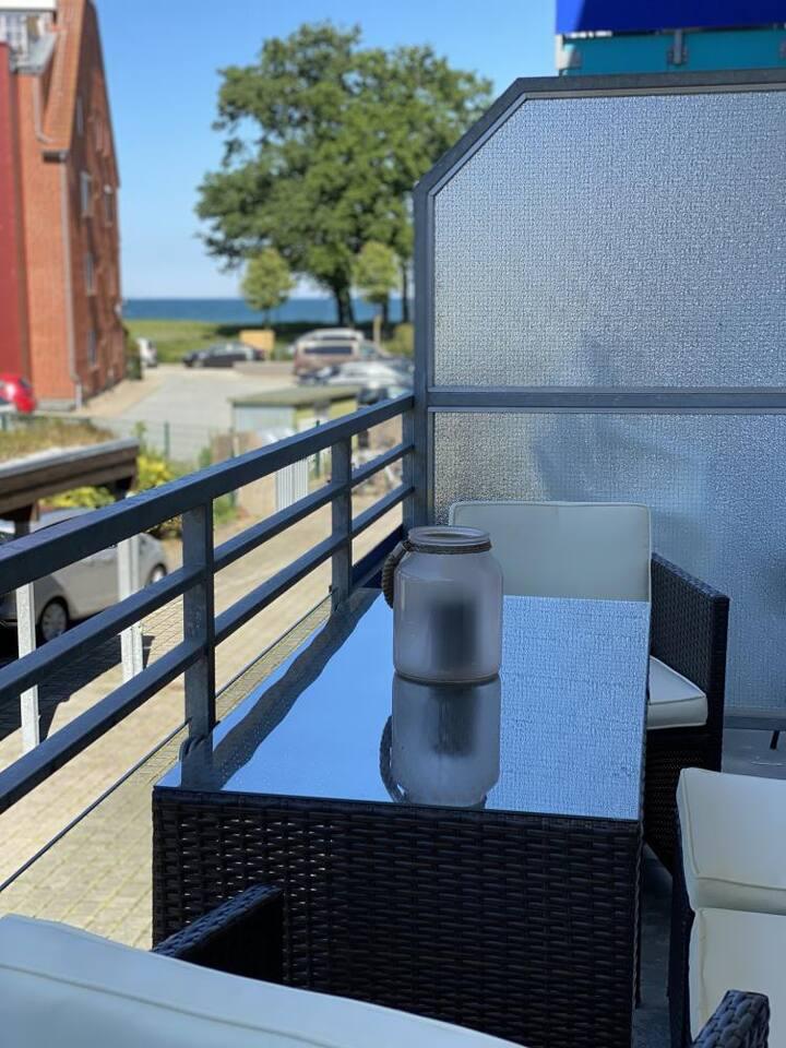 Großzügiger Balkon mit Meerblick in der Ferienwohnung Reede 54 in Scharbeutz