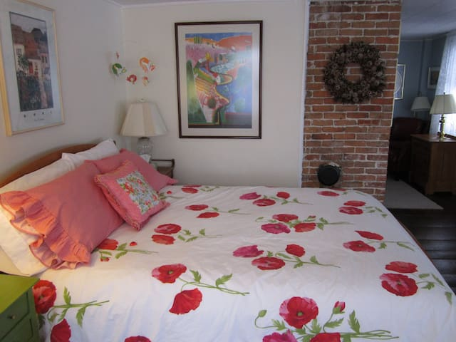Clean and Sunny Saco Second Fl. apt - Saco - Daire