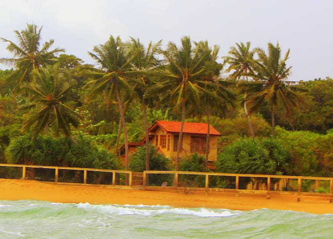 Beach Front villa close to Tangalle