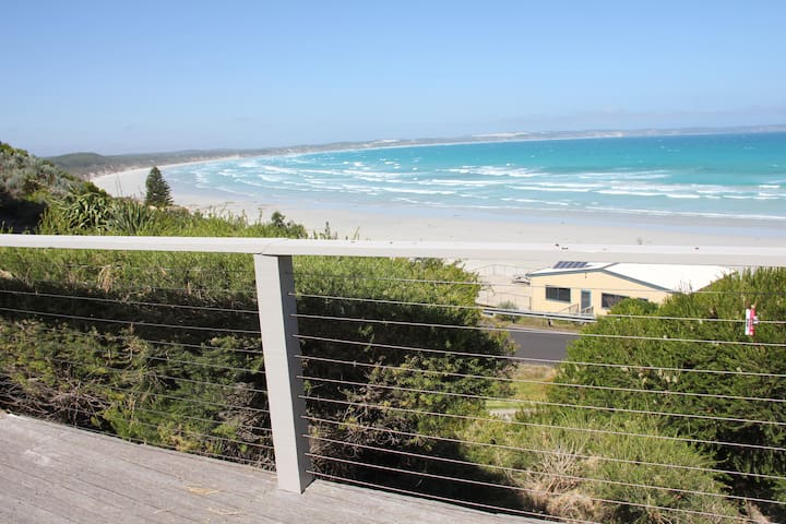 Modern 2 bedroom amazing sea views