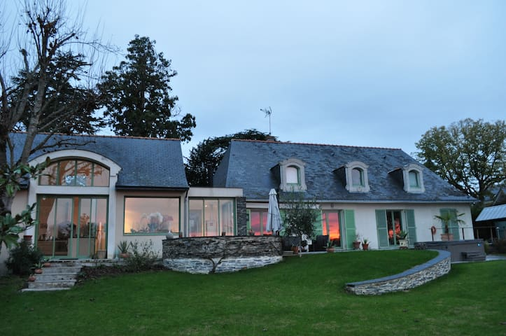 Property facing the Loire, castles - Sainte-Gemmes-sur-Loire - Rumah