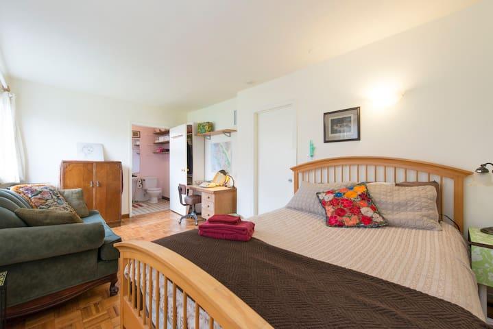 Quiet, Private Room/Bath, Garden View (Emeryville)