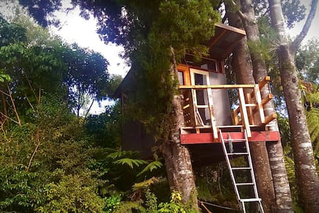 Room type: Private room Bed type: Pull-out Sofa Property type: Treehouse Accommodates: 2 Bedrooms: 1 Bathrooms: 0