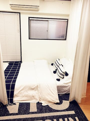客厅的双人床也是个甜蜜浪漫的小窝 Double sofa bed in large living room