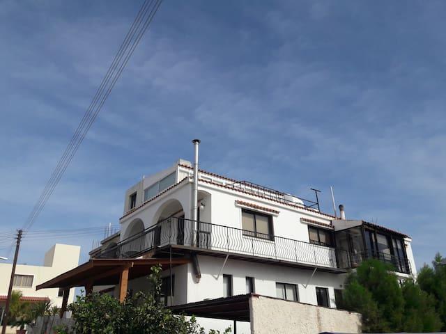 Family House / 4 Bedrooms - Yeroskipou - Hus