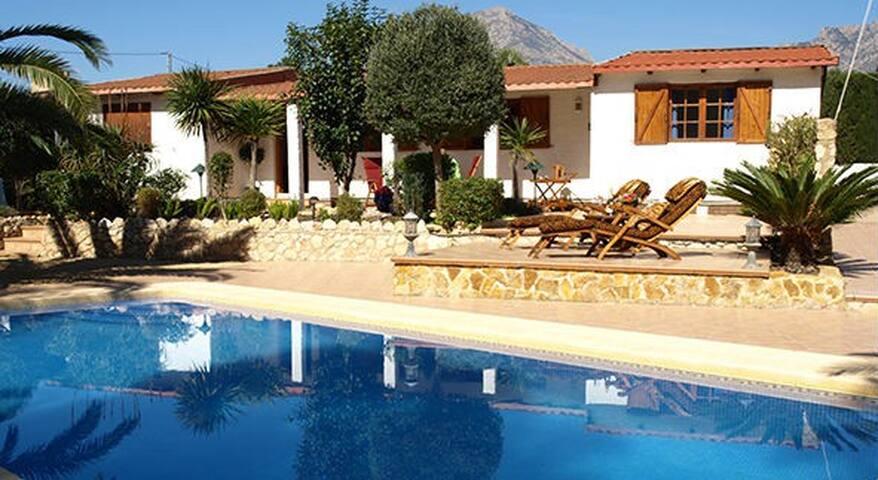 House w private pool near Benidorm - La Nucia - Rumah