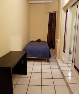 Comfy room in Nuevo Laredo,  shared space.