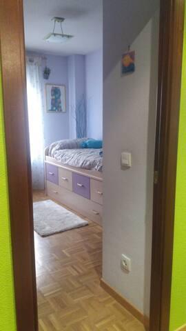 Private,comfortable & cozy room/habitación privada