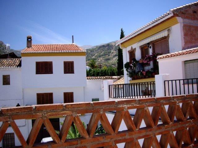 Mooie dorpswoning met 3 etages - Nigüelas - Huis