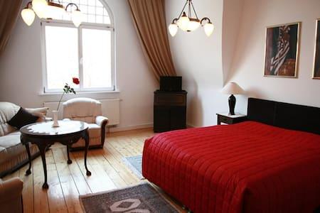 Villa Ingrid: 1-Zimmer-Apartment - Weimar