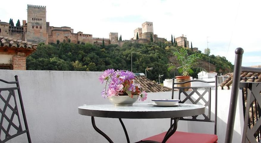 Apartment overlooking the Alhambra