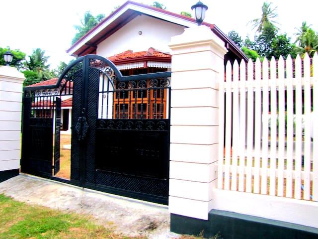 Holiday villa Negombo Kochchikade  - Negombo - Villa