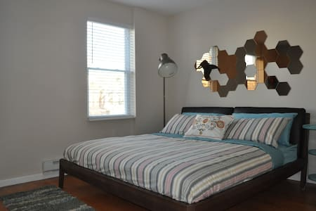 Renovated King Room Great Location - Philadelphia