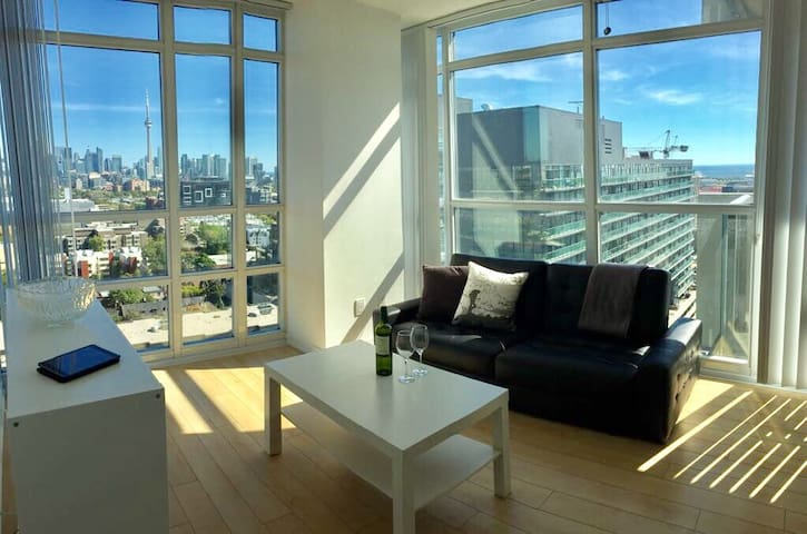 Best View in Downtown Toronto! Large with Parking!