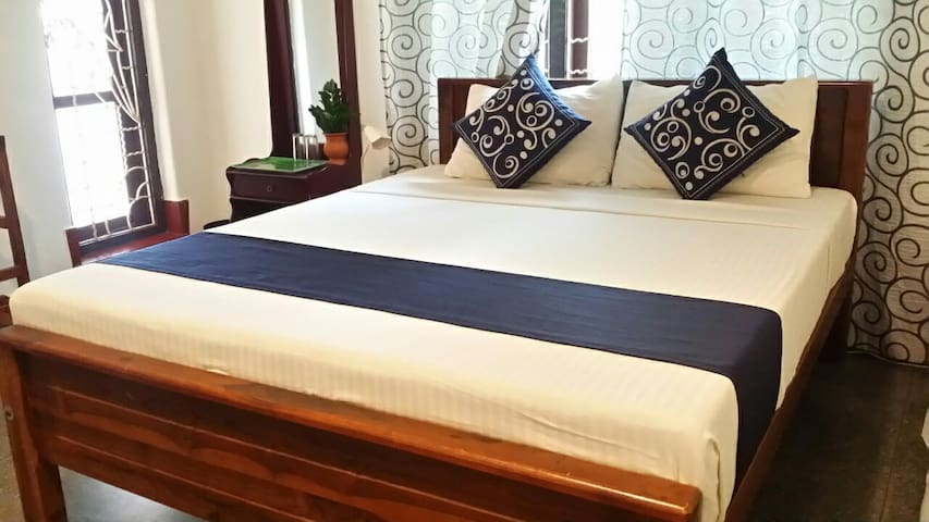 Double room with AC + Private Bathroom + Hot Water