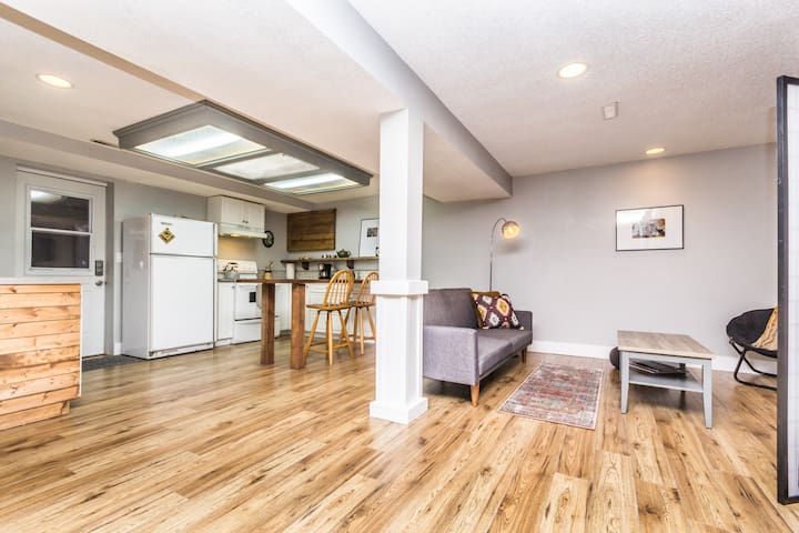 Private 1 Bdrm Basement Suite / 45min to Big White