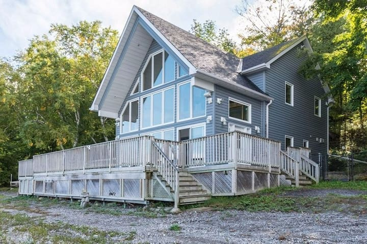 Our County Cottage is a Muskoka-style lakefront cottage in the middle of beautiful Prince Edward County. It was built in 2004 and has been lovingly cared for and enjoyed every year since then!