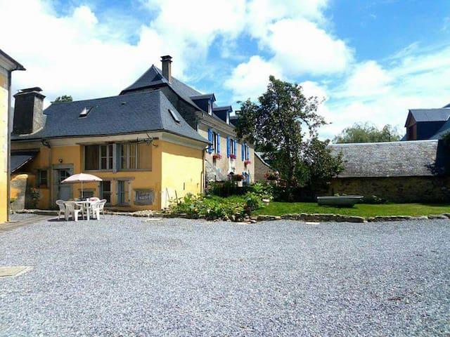 Petite maison située à 10mn d Argelès Gazost