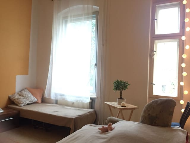 Bed in shared room (just Girl) - Berlin - Apartament