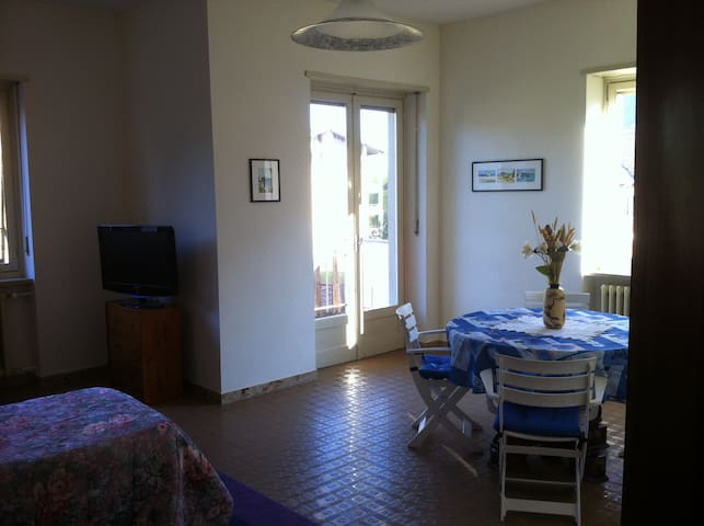 Nice, sunny with a small terrace - Torre Pellice - Appartement