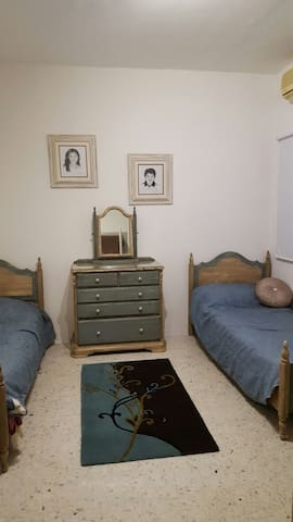 Accommodation  in a beautiful house - Pembroke - Huis